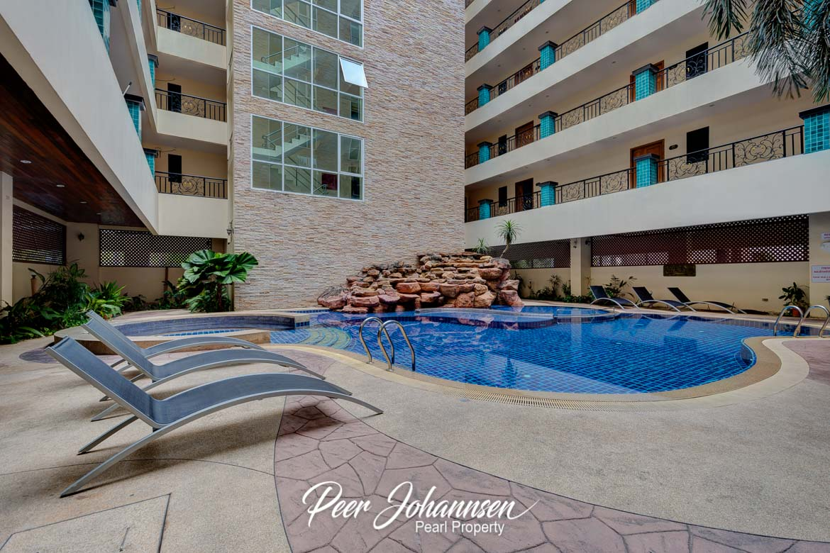 Nova Atrium 1 Bed 2 Bath City View