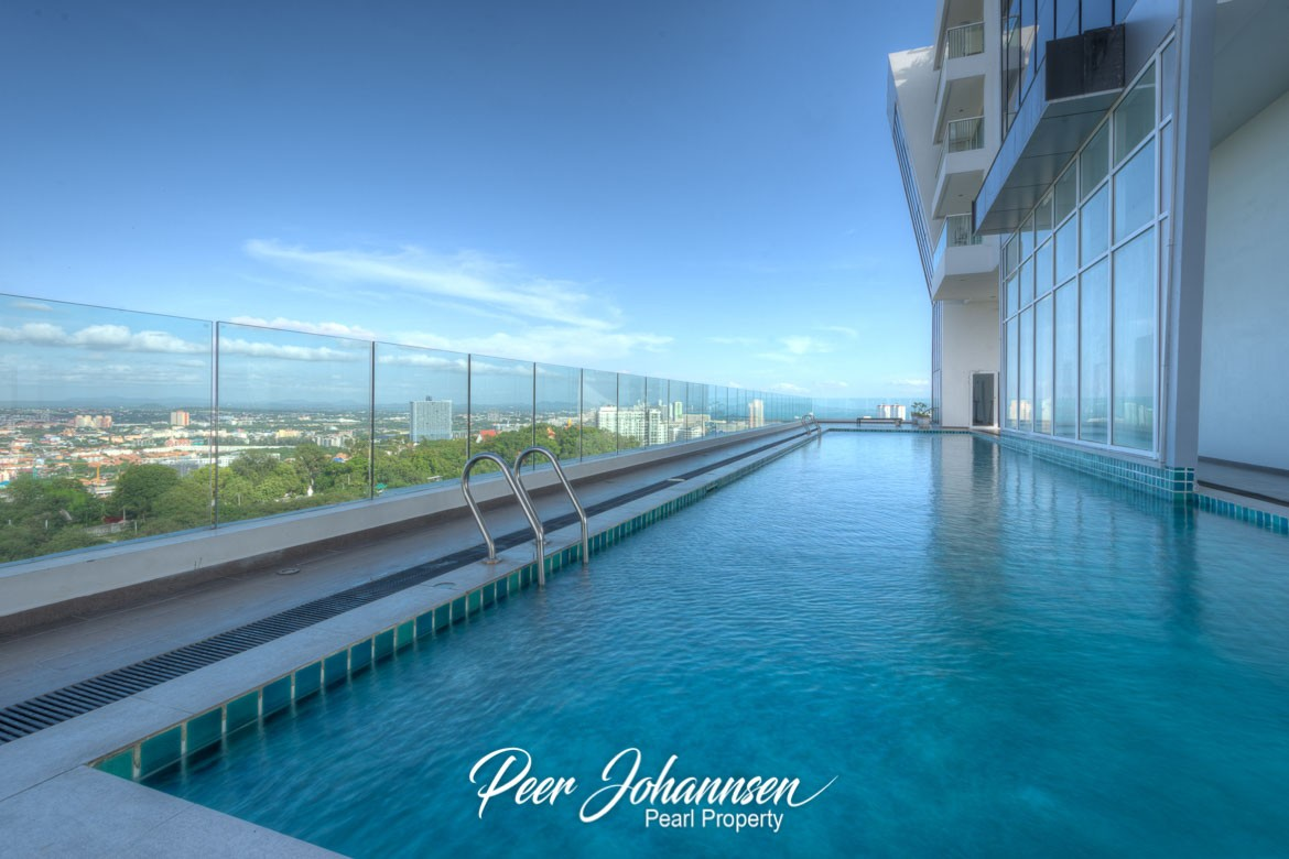 The Vision 1 Bed 1 Bath Sea and mountain View