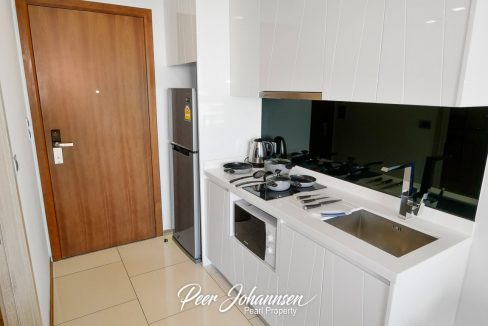 Peak-Towers-kitchen01