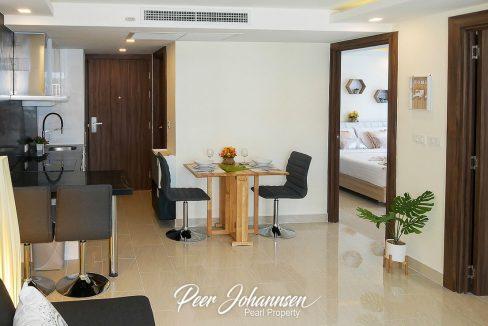 grand avenue - livingroom03