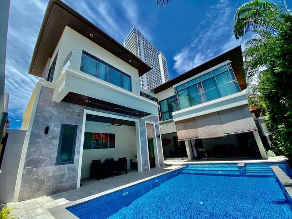 Luxury Pool Villa private beach access